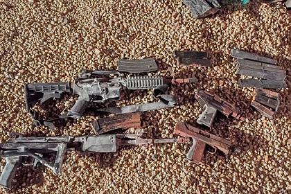 Неизвестные копали яму для дерева и случайно нашли схрон с оружием