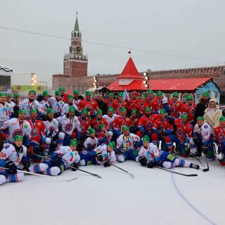 Российские школьники сыграли в хоккей в поддержку ветеранов