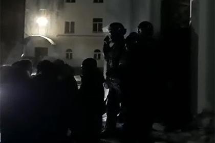 Бойцы ОМОН ворвались в монастырь опального схиигумена Сергия