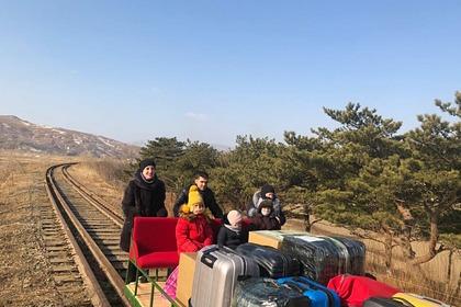 Уехавшие из Северной Кореи на самодельной дрезине дипломаты вылетели в Москву