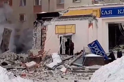 После взрыва в Нижнем Новгороде загорелся жилой дом