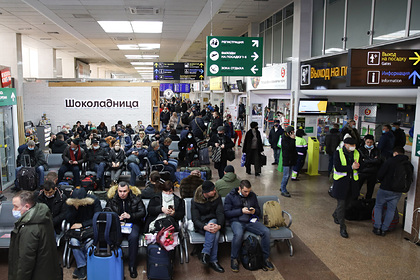 Стюардесса напомнила пассажирам о строгом долге авиакомпаний перед ними