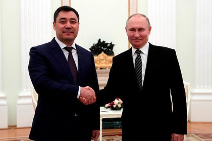 Жапаров подарил Путину красивый киргизский меч
