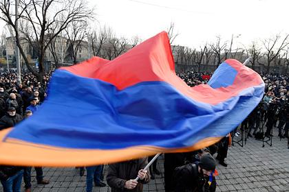 Армянские протестующие собрались у администрации президента