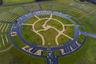 """Кладбище Пил-Хаус-Лейн (Peel House Lane) появилось на одноименной улице в городе Уиднес (графство Чешир, Великобритания). Раньше на этом месте располагалось футбольное поле <a href=""""https://en.wikipedia.org/wiki/Fairfield_High_School,_Widnes"""" target=""""_blank"""">Фэрфилдской средней школы</a>, которая закрылась в марте 2013 года из-за сокращения числа учеников и падения качества образования. Строительство кладбища на тот момент было приоритетной задачей для района, поэтому школьное поле решили отдать под захоронения. На месте школьного здания планируют возвести жилой комплекс."""