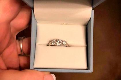 Невеста случайно нашла купленное для нее кольцо и расстроилась из-за его дизайна