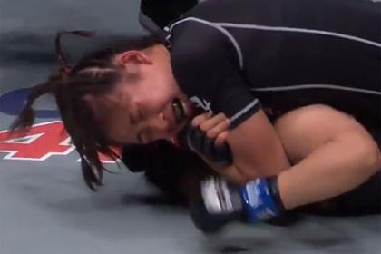 16-летняя девушка-боец MMA «задушила» соперницу в дебютном поединке