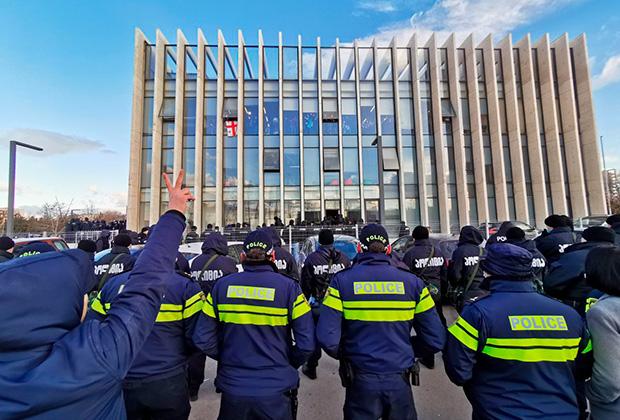 Штурм офиса ЕНД, где скрывается Мелия