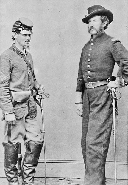 Бостон Корбетт (слева) с лейтенантом Эдвардом Доэрти, который командовал поисками Бута