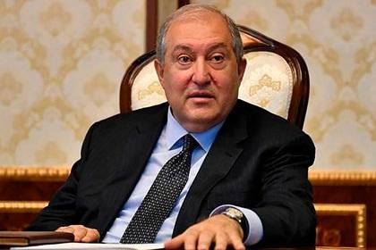 Президент Армении отказался увольнять главу Генштаба ВС