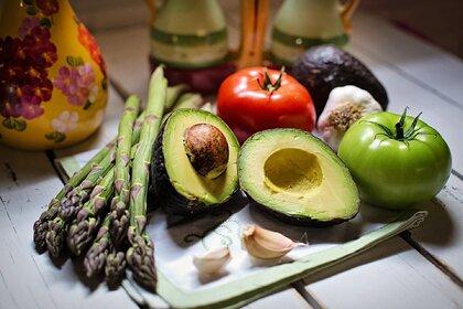 Диетолог предупредила одну категорию россиян о вреде свежих овощей