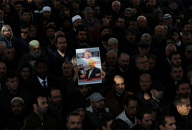 Посетители символических похорон Хашкуджи в Стамбуле