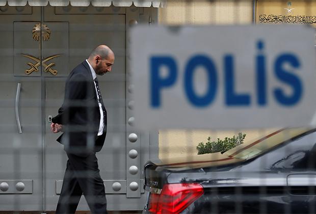 Вход в консульство Саудовской Аравии в Стамбуле