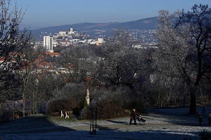 В Словакии решили ввести комендантский час