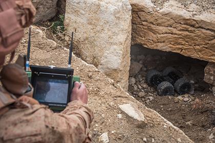 Российские саперы уничтожили пещеру с оборудованным боевиками госпиталем в Сирии