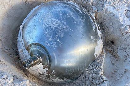 На Багамах нашли титановый шар с надписями на русском