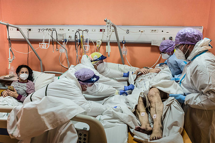 Заболеваемость коронавирусом в мире выросла впервые за семь недель