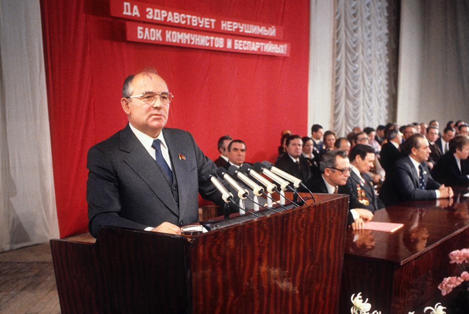 Встреча избирателей с кандидатом в депутаты Верховного Совета РСФСР Михаилом Горбачевым, Алтайский край, 1980 год