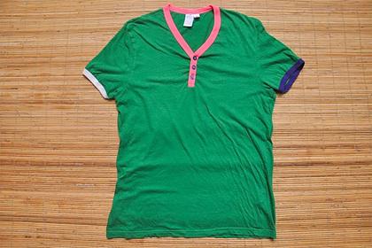 Мужчины вспомнили популярную в их юности футболку и подняли ее на смех