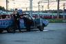 На снимке Клаудии Нейберт (Claudia Neubert) изображены представители норвежской субкультуры Rne, которые рисуют узоры на асфальте шинами своих стареньких автомобилей. На протяжении нескольких десятилетий молодые люди катаются по автостоянкам и заправочным станциям в центрах небольших городов и поселков. Чаще всего они выезжают по выходным. <br> <br> «Их автомобили — особенно старые модели — свидетельствуют об образе жизни и идентификации. Автомобиль становится объектом модификации, возможностью самоопределения и символом принадлежности к так называемой rne-среде», — рассказала Нейберт.