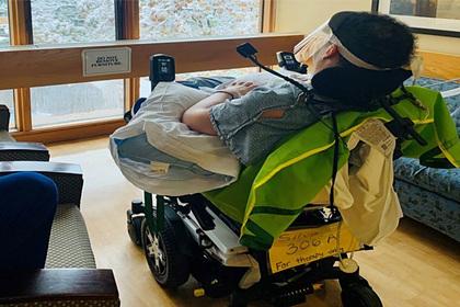 Молодого человека парализовало ниже шеи из-за последствий COVID-19