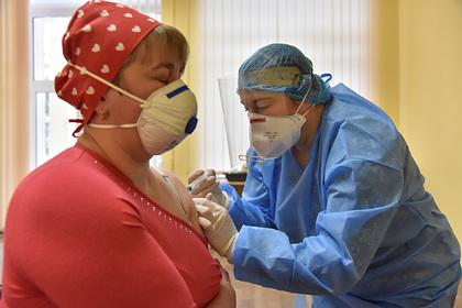 Зеленский пообещал привить от коронавируса всех желающих до конца года