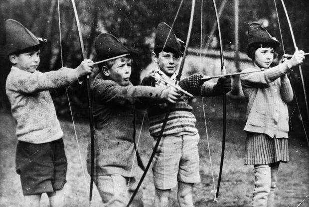 Восьмилетний Филипп (второй слева) во время учебы во французском городе Сен-Клу, 1929 год