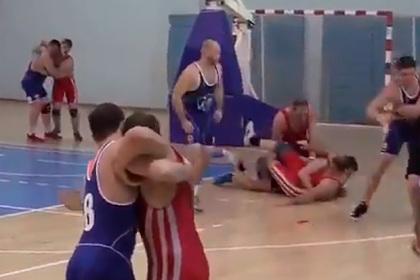 Российские борцы-баскетболисты стали звездами в сети