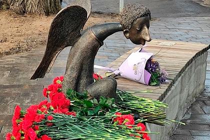 В Петербурге открыли памятник умершим из-за коронавируса медикам