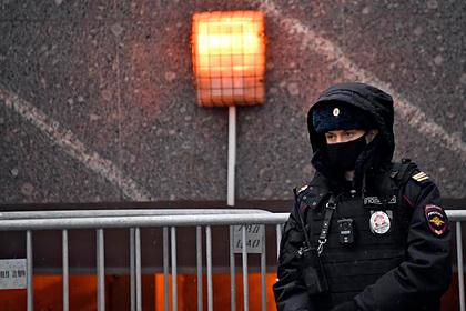 Путин заявил о необходимости защиты полицейских и их семей от любых угроз