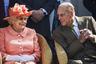 """Перед столетним юбилеем здоровье принца Филиппа стало ухудшаться. Еще в 90 лет, в 2011 году, ему сделали операцию по коронарному стентированию. В январе 2019 года он попал в ДТП, во время которого его автомобиль перевернулся, а в декабре того же года его госпитализировали на четыре дня в связи с неназванным хроническим заболеванием. В середине февраля 2021 года принц вновь оказался в больнице с неким инфекционным заболеванием, затем ему потребовалась операция на сердце. Затянувшееся лечение дало повод для слухов о том, что Филипп при смерти, однако в середине марта его <a href=""""https://lenta.ru/news/2021/03/16/philip/"""" target=""""_blank"""">выписали</a> из больницы. Спустя четыре недели принц умер."""