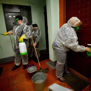 Россиянам посоветовали дезинфицировать квартиры