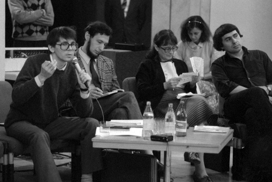 Пресс-конференция «Неформальные объединения в СССР». Глеб Павловский справа