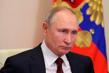 Путин заявил о способности интернета разрушить общество изнутри
