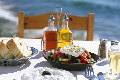 Врач назвал самые опасные продукты с большим содержанием соли