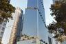 """Поддержать статус Нью-Йорка как одного из самых застроенных небоскребами города решил датский архитектор и основатель бюро BIG Бьярке Ингельс (Bjarke Ingels). Вместе с коллегами он разработал проект 65-этажного здания The Spiral. Башня высотой 314 метров откроется в 2022 году в районе Хадсон-Ярдс и станет штаб-квартирой производителя вакцины от коронавируса Pfizer — сотрудники займут 14 этажей.<br><br>Небоскреб построят в форме спирали, однако вместо привычной плавной конструкции его «разрубят» массивными блоками. На нескольких уровнях разместят террасы с растениями и оборудуют площадки для отдыха. Туда можно будет попасть из рабочих зон и провести время с коллегами с других этажей. По словам Ингельса, подобная конструкция <a href=""""https://www.dezeen.com/2021/02/16/spiral-supertall-skyscraper-big-tops-out/"""" target=""""_blank"""">восходит</a> к культовому сооружению Древней Месопотамии — зиккурату — и помогает эффективнее спланировать здание. Дизайнеры не стали отступать от канонов и в качестве главного материала выбрали стекло. Строители уже облицевали большую часть фасада."""