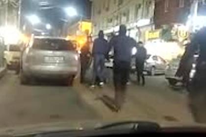 Несколько кавказцев остановились на дороге, станцевали лезгинку и были избиты