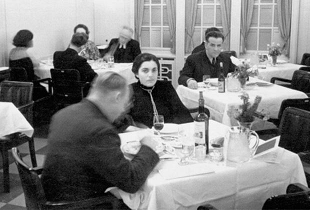 Елизавета и Василий Зарубины на пароходе «Бремен». Германия, 1936 год
