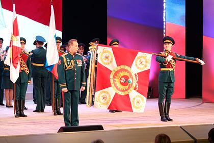 Глава Росгвардии наградил выпустившего пятерых Героев России военный вуз