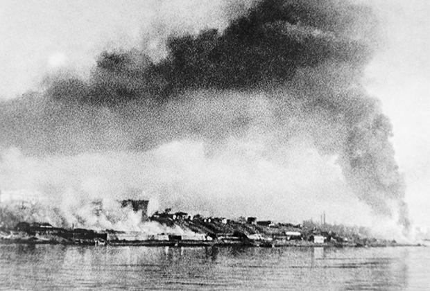 Сталинград, СССР. 23 августа 1942 года. Вид города после бомбардировки немецкими люфтваффе во время Второй мировой войны