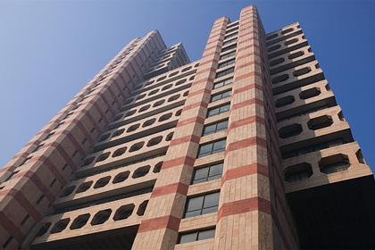 Мужчина упал с 17 этажа и выжил