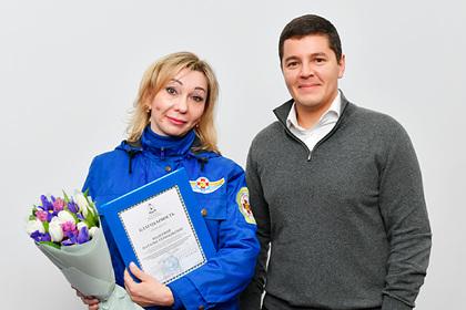 Российских медиков наградили за спасение роженицы из тундры