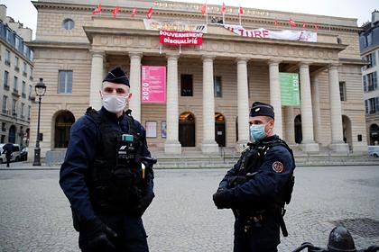 Безработные захватили театр в Париже