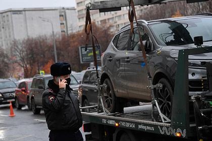 В Москве подорожает эвакуация неправильно припаркованных машин