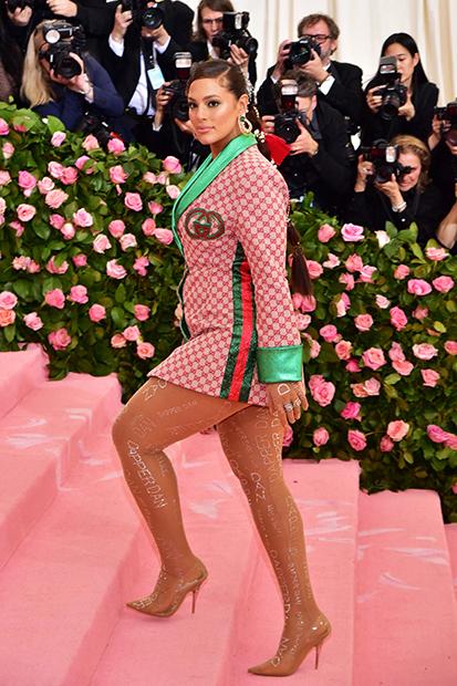 Модель plus-size Эшли Грэм на балу MET Gala в 2019 году