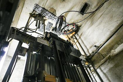 Лифт насмерть раздавил американца