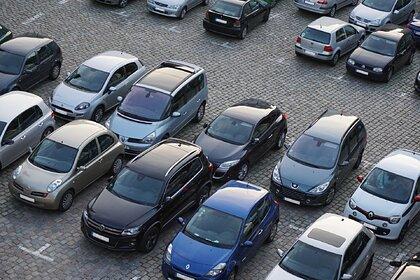 Россиянам назвали ошибку при парковке автомобиля весной
