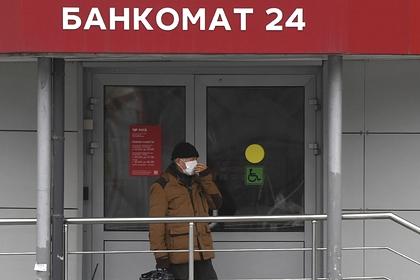 Банки вручили россиянам рекордное количество карт