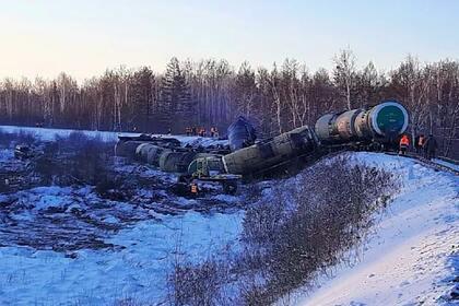 Последствия схода 18 нефтяных цистерн с рельсов под Хабаровском попали на видео