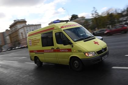 Пьяные россияне попытались угнать машину скорой помощи и избили водителя